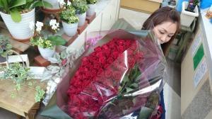 プロポーズはバラの…